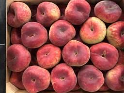 Предлагаем оптовые поставки плоского персика из Испании.