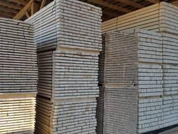 Sawn timber of pine. Maderas.
